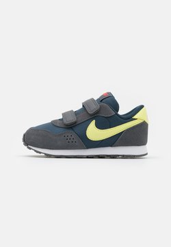 Nike Sportswear - MD VALIANT UNISEX - Sneakers laag - deep ocean/limelight/iron grey/bright crimson