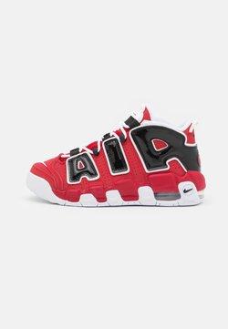 Nike Sportswear - AIR MORE UPTEMPO UNISEX - Sneaker low - varsity red/white/black