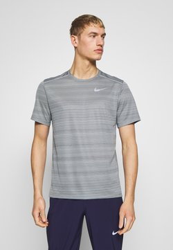 Nike Performance - DRY MILER - Camiseta estampada - smoke grey/reflective silver