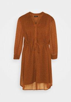 Selected Femme Petite - SLFMARIA DOT DAMINA DRESS - Vestido camisero - ginger bread