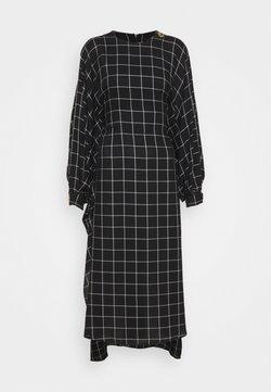 Mother of Pearl - BAT WING DRESS WITH BIB FRONT - Freizeitkleid - black/white
