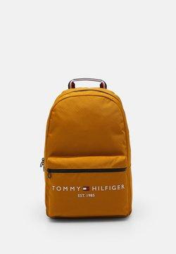 Tommy Hilfiger - ESTABLISHED BACKPACK - Reppu - crest gold-coloured