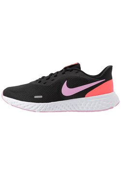 Nike Performance - WMNS REVOLUTION 5 - Zapatillas de running neutras - black/beyond pink/flash crimson