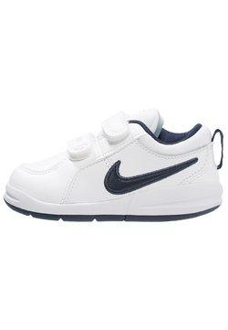 Nike Performance - PICO 4 - Trainings-/Fitnessschuh - weiß/dunkelblau