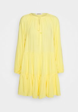 Glamorous - TIERED SMOCK DRESS - Kjole - yellow