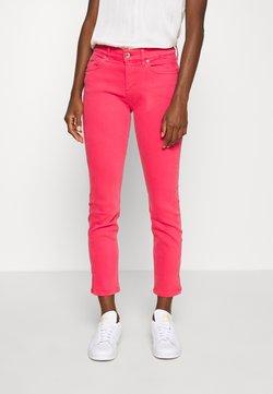 Calvin Klein - MID RISE ANKLE - Jeans slim fit - coloured denim