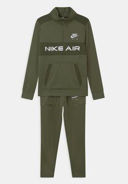 Nike Sportswear - AIR SET UNISEX - Trainingspak - medium olive/khaki/white