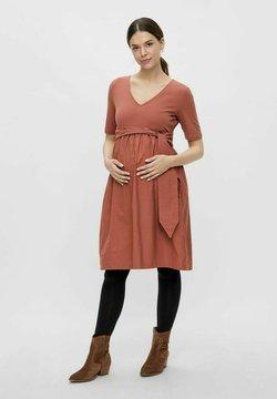 MAMALICIOUS - Vestido informal - copper brown