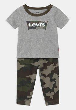 Levi's® - SET - Broek - khaki/grey