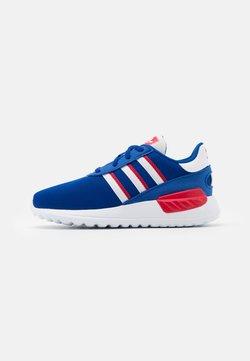 adidas Originals - LA TRAINER LITE SHOES - Zapatillas - team royal blue/footwear white/scarlet