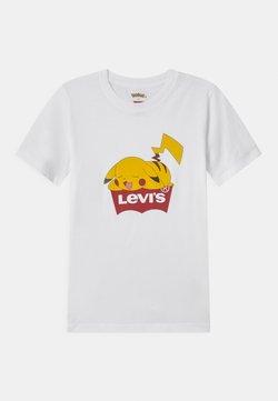 Levi's® - POKEMON GRAPHIC PIKACHU UNISEX - Printtipaita - white