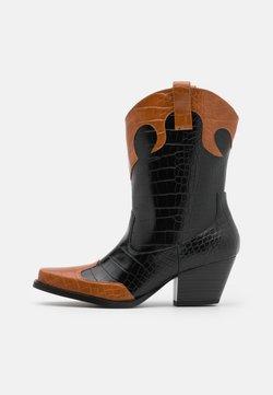 Monki - VEGAN NETTAN BOOT - Cowboy-/Bikerboot - black dark