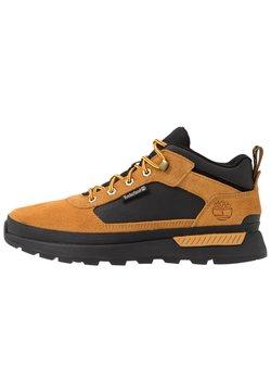 Timberland - FIELD TREKKER - Sneakers - whea/black