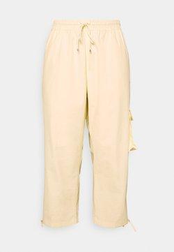 Nike Sportswear - CLASH PANT - Pantalon classique - coconut milk