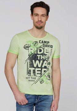 Camp David - MIT USED-KANTEN UND FRONTPRINT - T-Shirt print - kiwi green