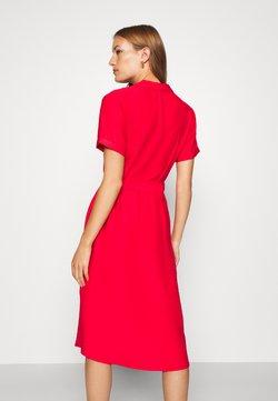 Mavi - SHORT SLEEVE DRESS - Skjortekjole - rio red