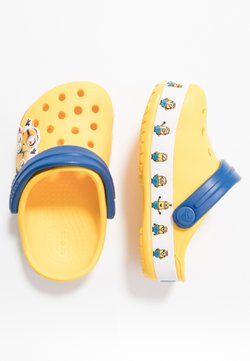 Crocs - MINIONS MULTI RELAXED FIT - Badslippers - yellow