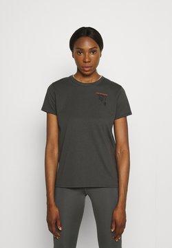 Under Armour - RUN ANYWHERE SHORT SLEEVE - T-shirt z nadrukiem - grey
