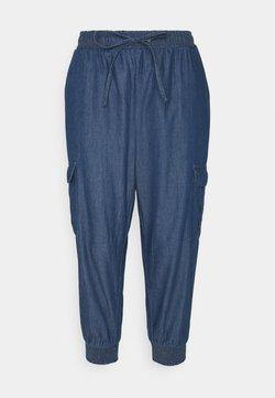 Kaffe - EARLENE CAPRI PANTS - Shorts - blue denim