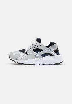 Nike Sportswear - HUARACHE RUN  - Zapatillas - grey fog/wolf grey/blackobsidian