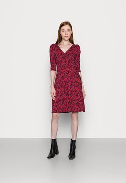 Dorothy Perkins Tall - FLORAL RUCHED FRONT THREE QUARTER SLEEVE DRESS - Jerseykleid - pink