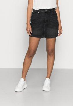 ONLY Petite - ONLROSE LIFE ASHAPE - Minifalda - black denim