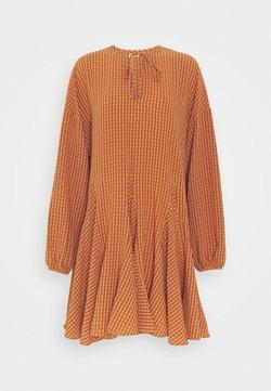 Glamorous - MINI DRESS WITH GODETS - Freizeitkleid - rust orange
