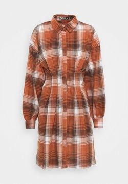 Missguided Tall - PLEATED WAIST - Vestido camisero - rust