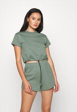 Even&Odd - SET - Sweatshirt and Short - Shorts - green
