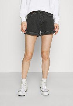 Levi's® - MOM LINE  - Jeansshorts - black denim