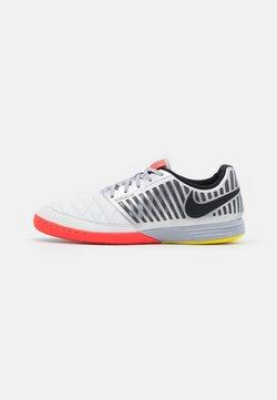 Nike Performance - LUNARGATO II - Futsal-kengät - white/metallic silver/bright crimson