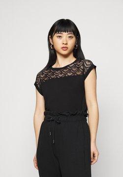 ONLY Petite - ONLNICOLE MIX - Camiseta estampada - black