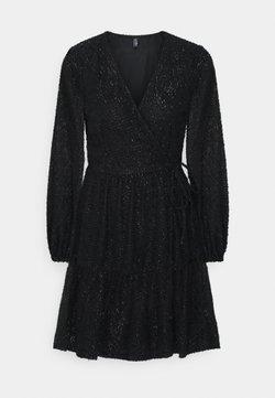 PIECES Tall - PCDWYN WRAP DRESS - Freizeitkleid - black