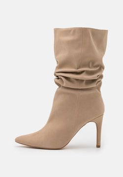 Missguided - RUCHED STILLETO BOOTS - Saappaat - sand