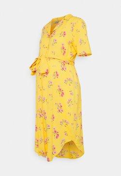 Pieces Maternity - PCMTRINA SHIRT MIDI DRESS - Blusenkleid - banana