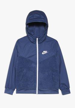Nike Sportswear - NIKE SPORTSWEAR WINDRUNNER SHERPA-JACKE FÜR ÄLTERE KINDER (JUNGEN) - Blouson - mystic navy/white