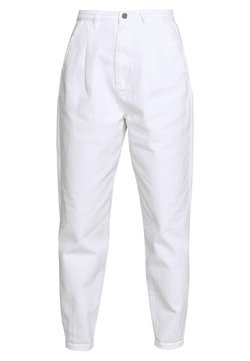Missguided - SLOUCH HIGHWAISTED PLEAT DETAIL - Relaxed fit jeans - white