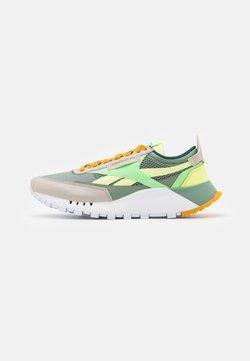 Reebok Classic - CL LEGACY UNISEX - Sneaker low - harmony green/neon mint/sand stone