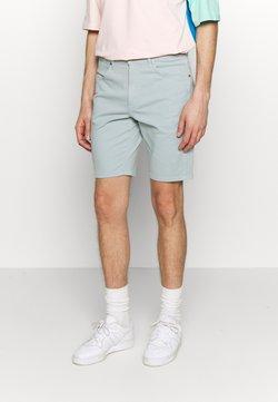 Wrangler - TEXAS FIT - Shorts di jeans - mist blue