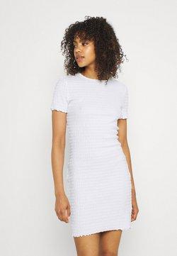 Tommy Jeans - BODYCON SMOCK DRESS - Etuikleid - white
