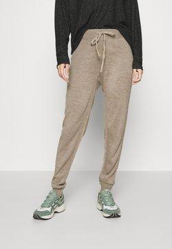 ONLY - ONLAUBREE LOOSE PANTS  - Jogginghose - camel melange