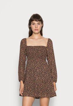 Abercrombie & Fitch - SMOCKED BODICE DRESS - Vapaa-ajan mekko - black multi-ditsy