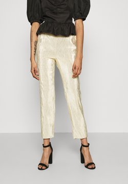 NA-KD - SHINY SUIT PANTS - Broek - gold