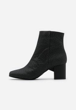 Selected Femme - SLFZOEY BOOT - Korte laarzen - black