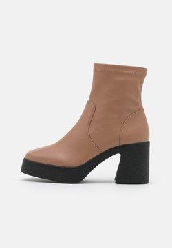 Rubi Shoes by Cotton On - ZAZA PLATFORM BOOT - Enkellaarsjes met plateauzool - tan