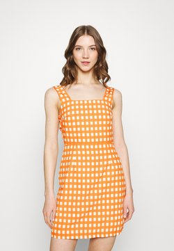 Glamorous - TIE-FRONT SCOOP NECK KNITTED TOP  - Day dress - rust gingham