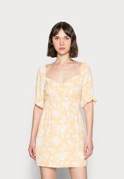 Abercrombie & Fitch - SMOCKED WAIST PAMI SHORT DRESS - Freizeitkleid - yellow