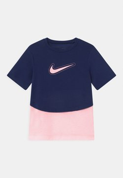 Nike Performance - DRY TROPHY  - T-Shirt print - blue void/arctic punch