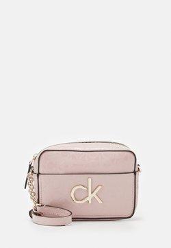 Calvin Klein - RE LOCK CAMERA BAG - Torba na ramię - purple