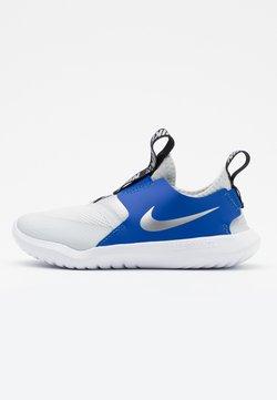 Nike Performance - FLEX RUNNER UNISEX - Zapatillas de running neutras - photon dust/metallic silver/game royal/black